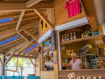 Bar du restaurant du camping Le Domaine de la Marina