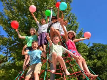 Enfants au club du camping Le Vieux Port près du camping Le Domaine de la Marina